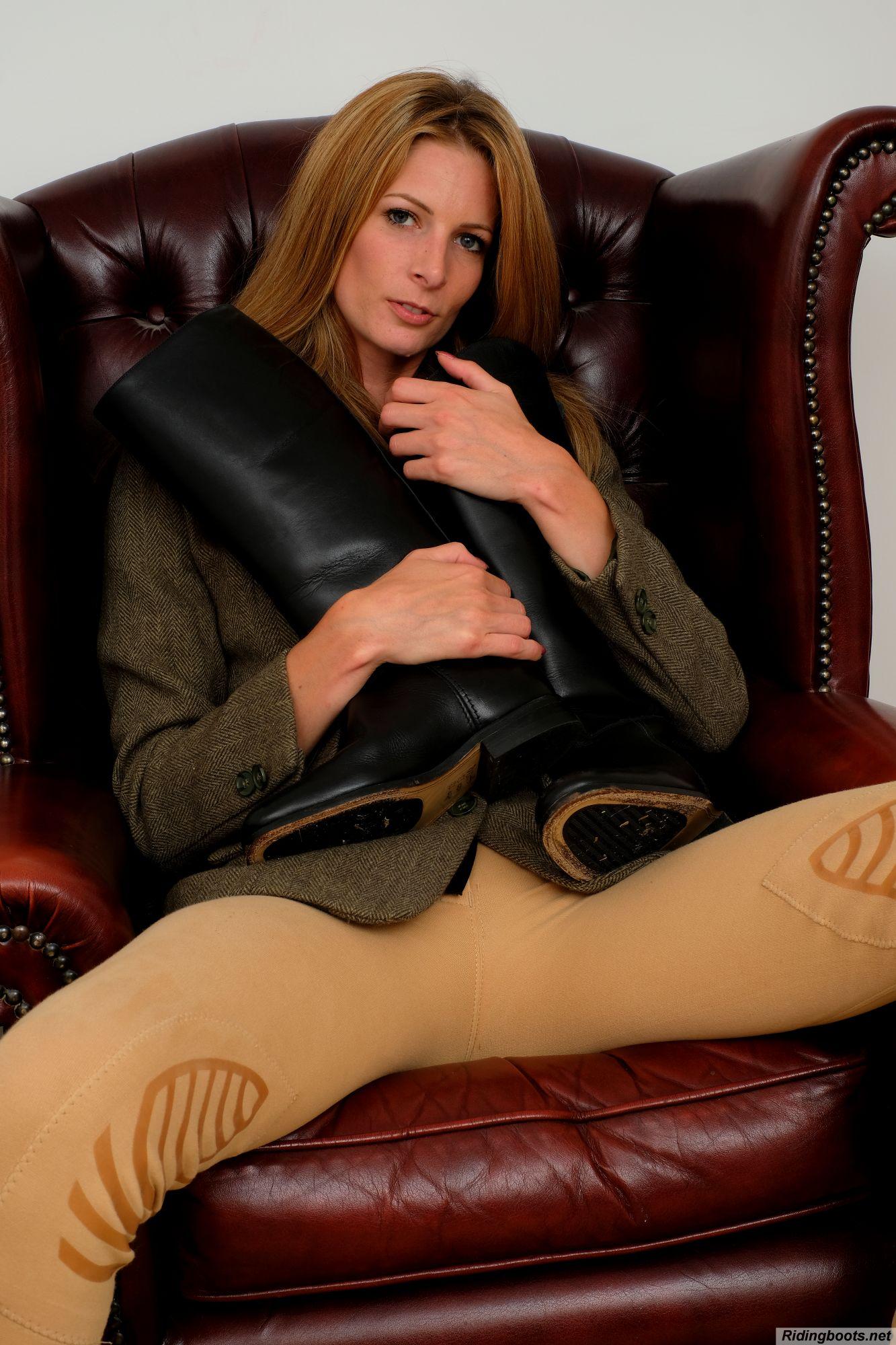 Rebecca Leah in ridingboots.