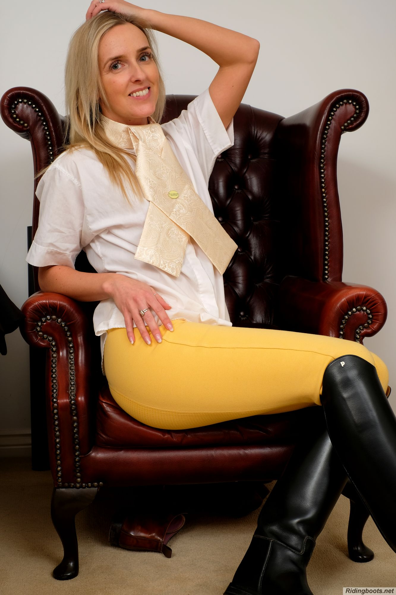 Bex White in ridingboots.