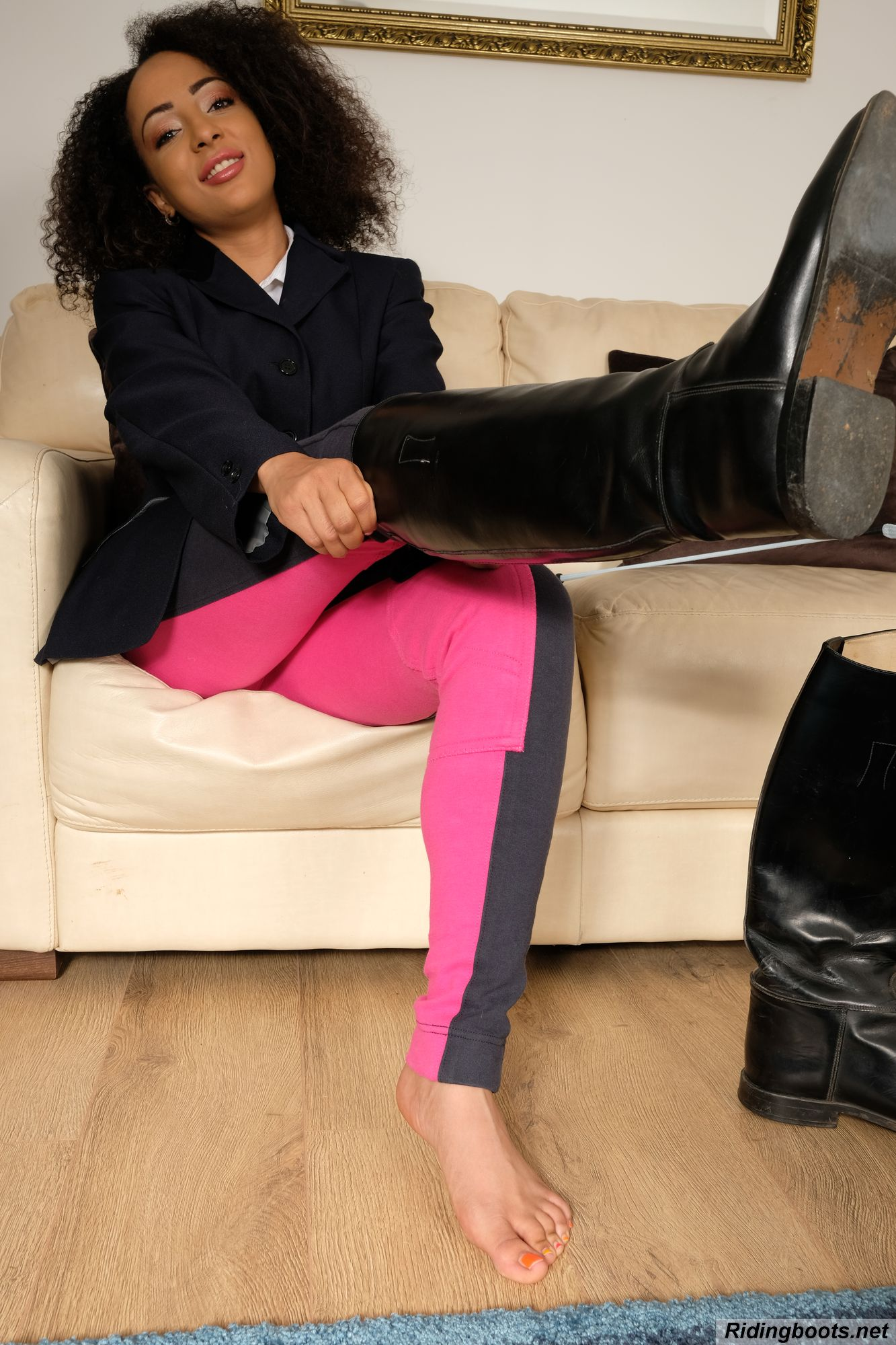 Kayla Louise in ridingboots.